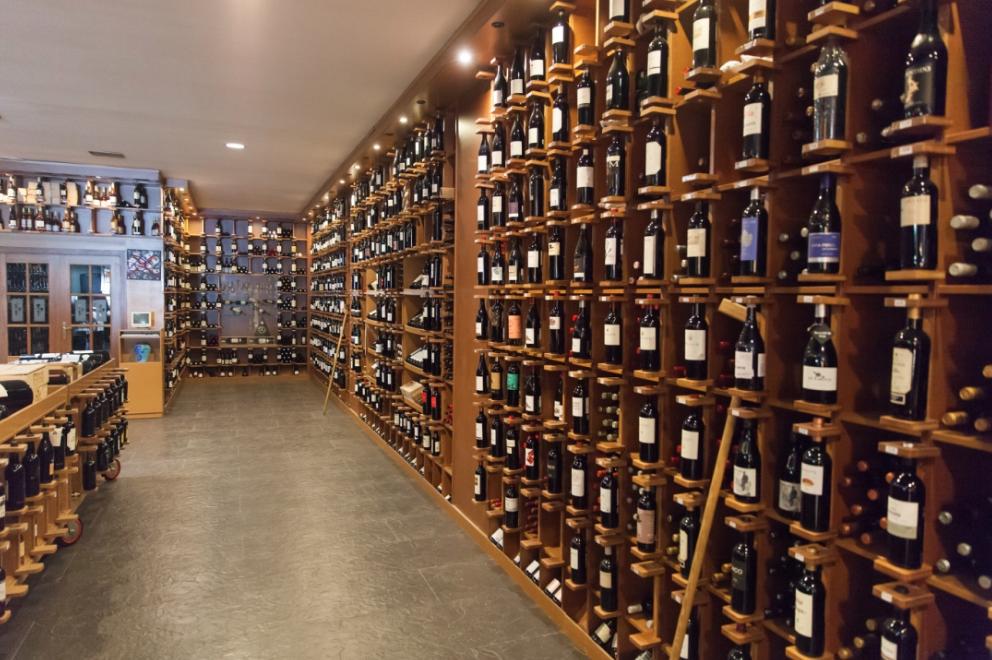 Eine klasse Weinhandlung auf Mallorca, in der Nähe zu Mercado Olivar (10 min.) Hier bekommt man selbst den Vega Sicilia Unico zum fairen Preis